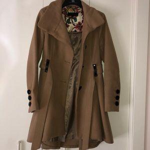 Beautiful tan Steve Madden coat
